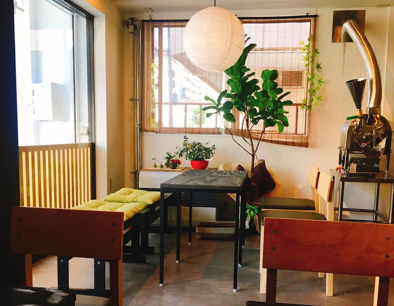コーヒー屋さん 月祭(つきさい)の店内