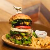 【神楽マイキーJapan】黒毛和牛100%!カスタマイズ可能なオリジナルバーガーが食べれる