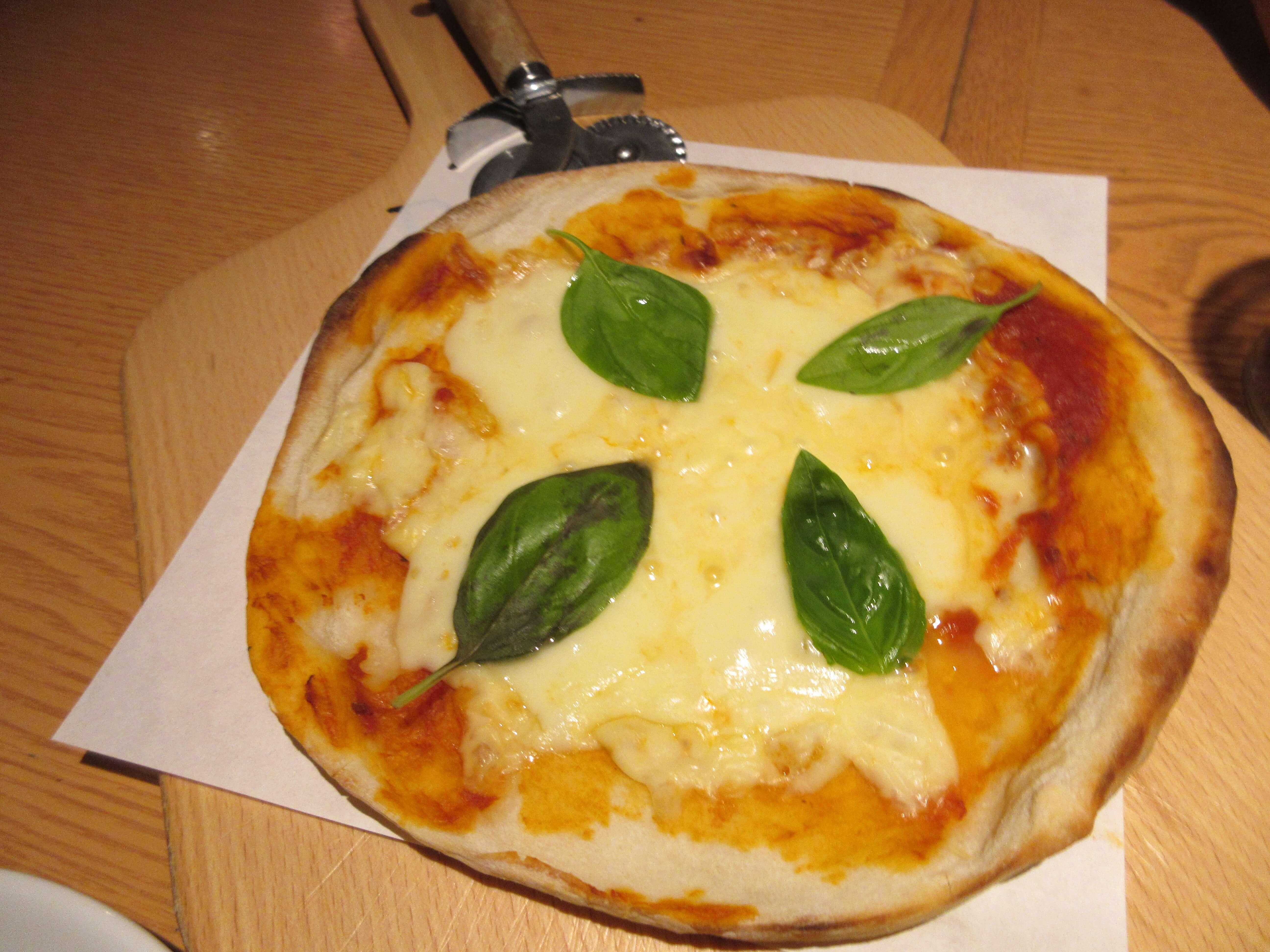KUISHINBO(くいしんぼ)のピザ(上から)
