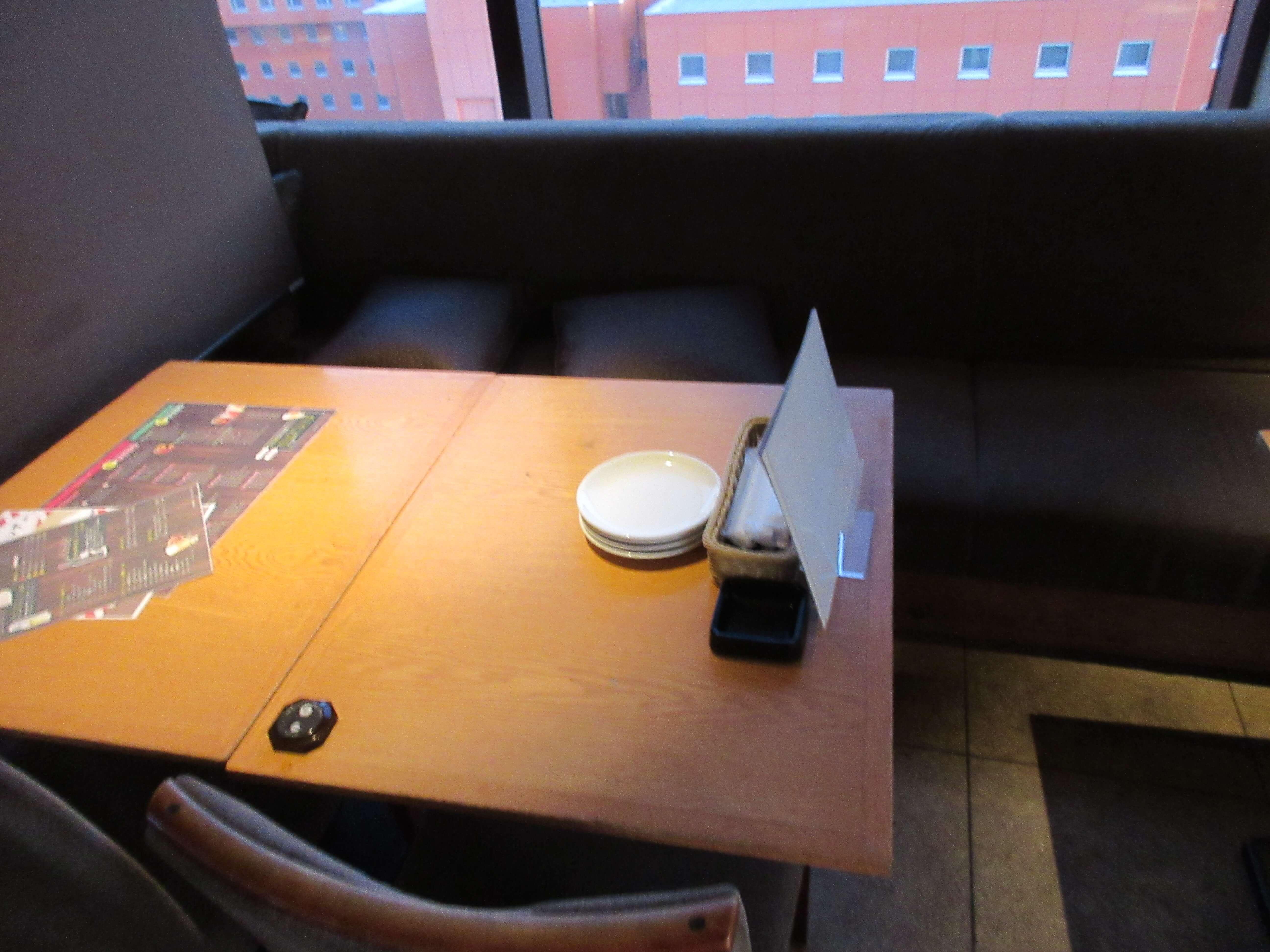KUISHINBO(くいしんぼ) すすきの店のテーブル席