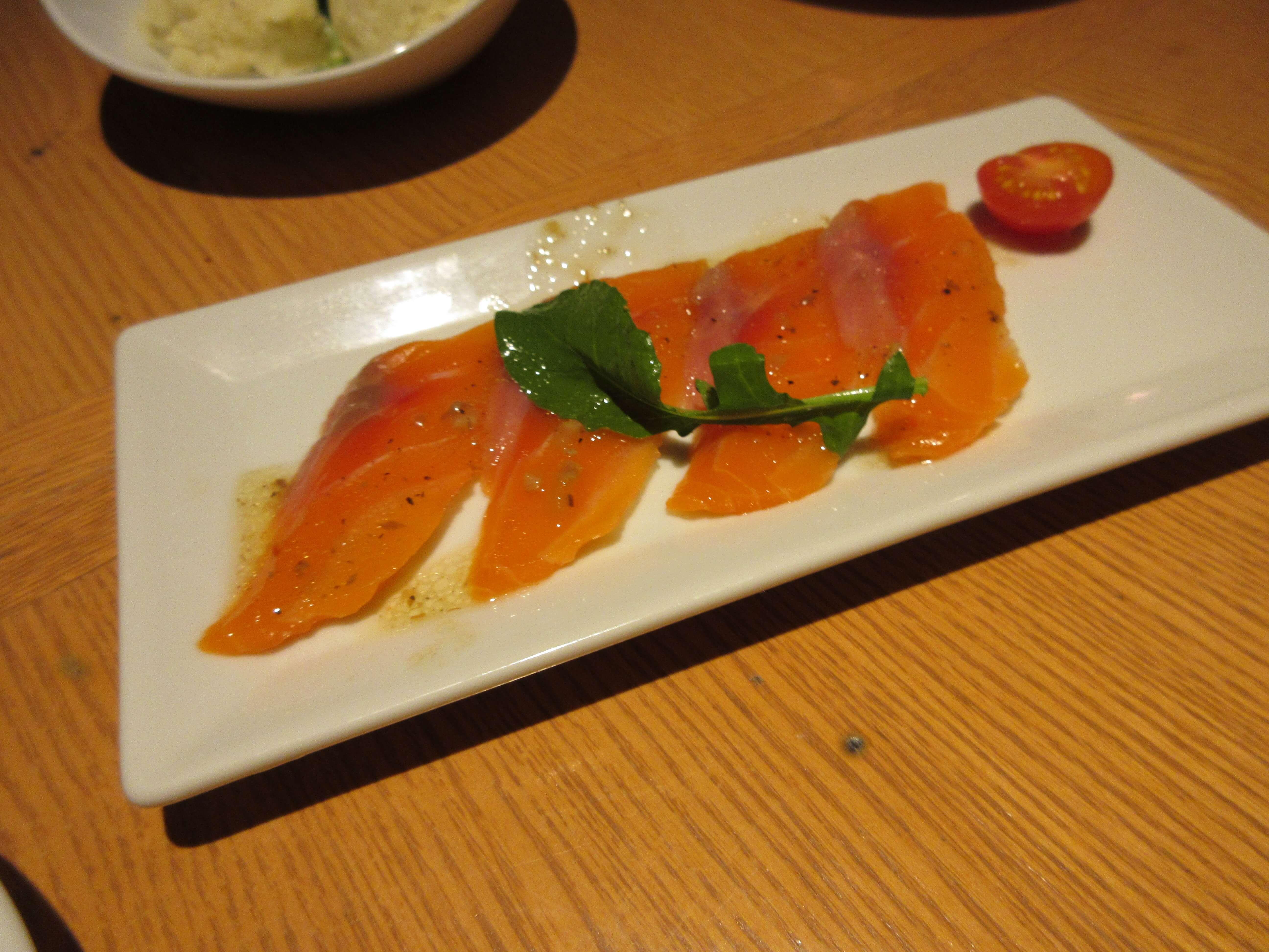 KUISHINBO(くいしんぼ)のサーモンのカルパッチョ