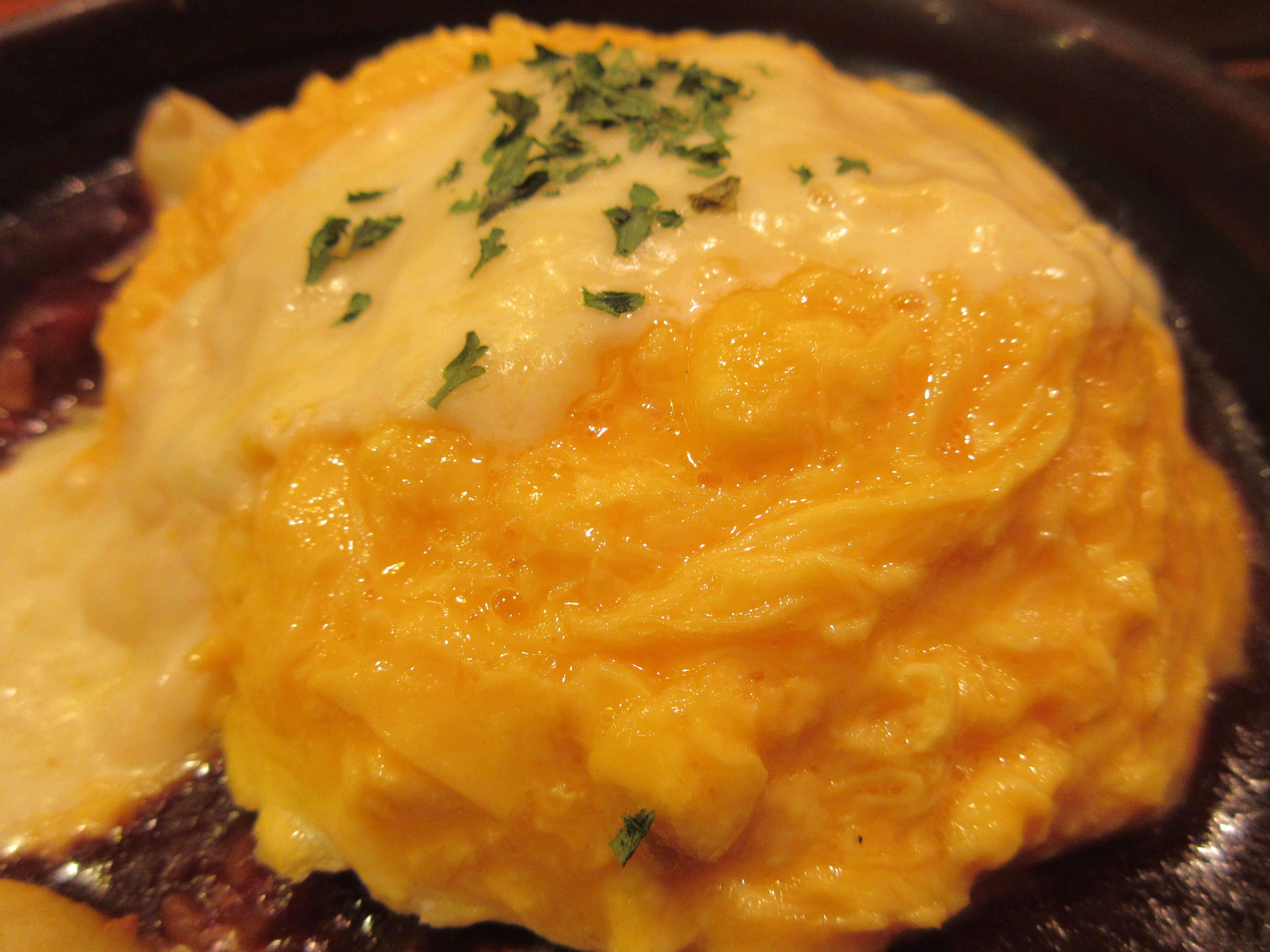 卵と私 札幌アピア店の『とろ〜りチーズのビーフシチューオムライスドリア』(アップ)
