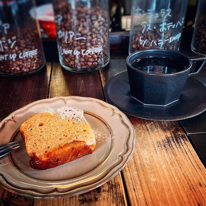 コーヒーヤ タイムの柿キャラメルケーキ