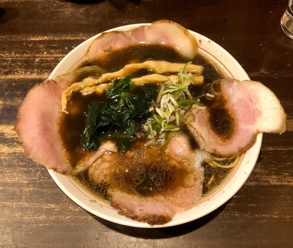 切田製麺 札幌店の黒正油チャーシュー麺