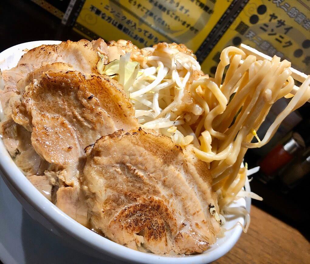 ラーメン 天二郎の麺は極太麺