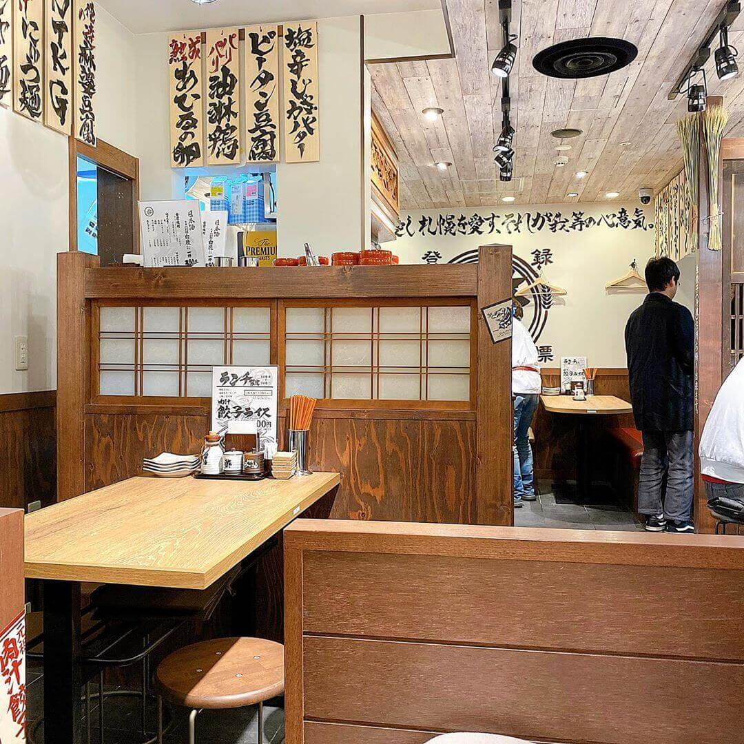 肉汁餃子製造所 ダンダダン酒場 札幌店の店内