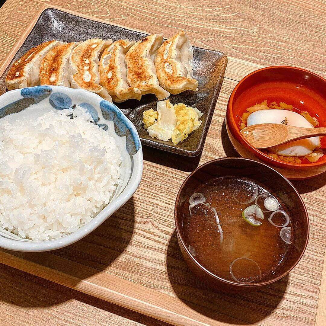 肉汁餃子製造所 ダンダダン酒場 札幌店の餃子ランチ