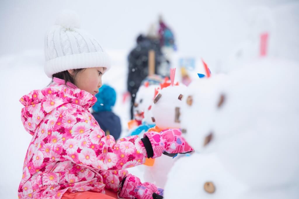 羊ヶ丘スノーパークのミニ雪だるま作り