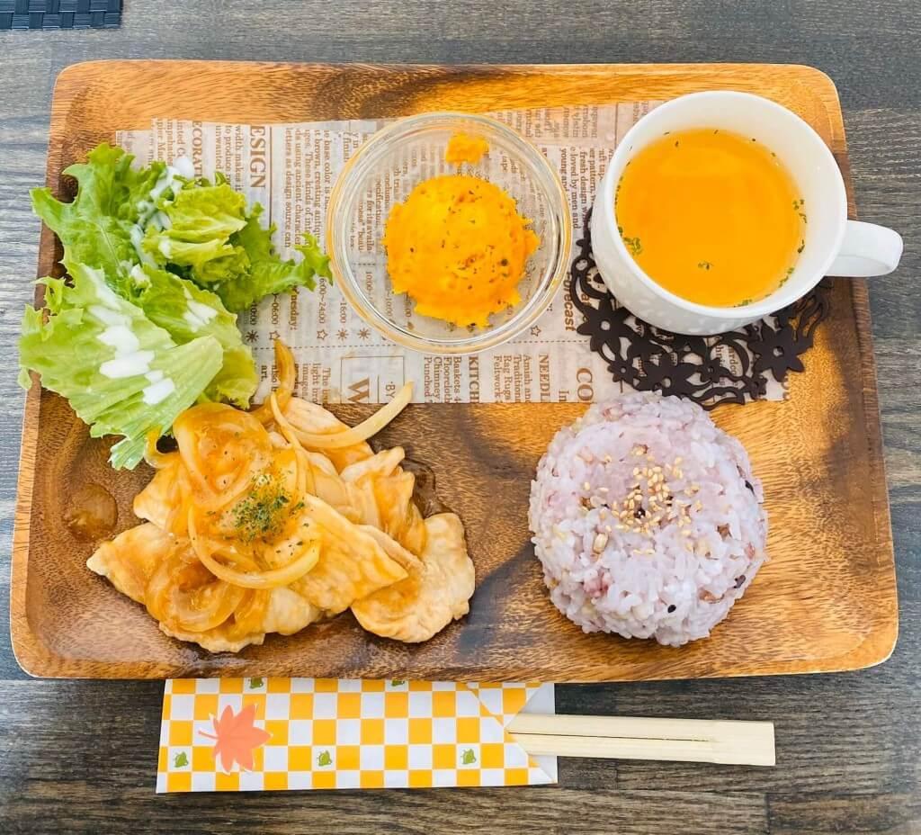 カフェ ぶら里の生姜焼きセット