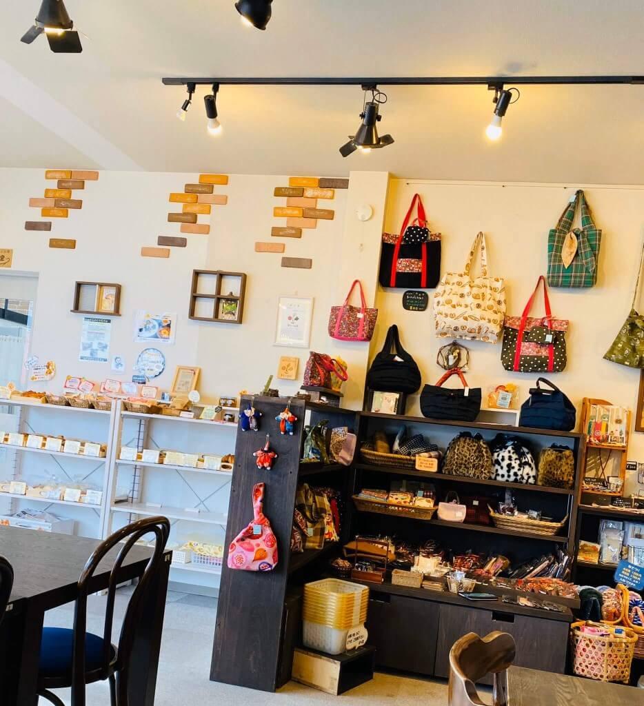 カフェ ぶら里の店内