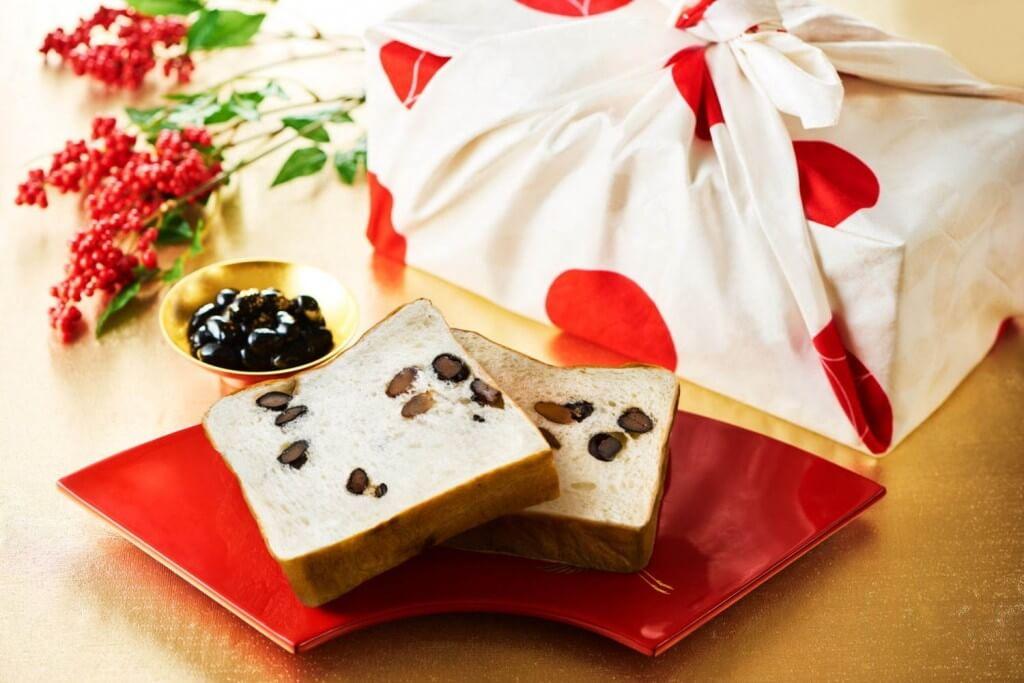 高級食パン専門店 嵜本(さきもと)のお年賀限定の『丹波黒豆と和三盆の食パン』の中身