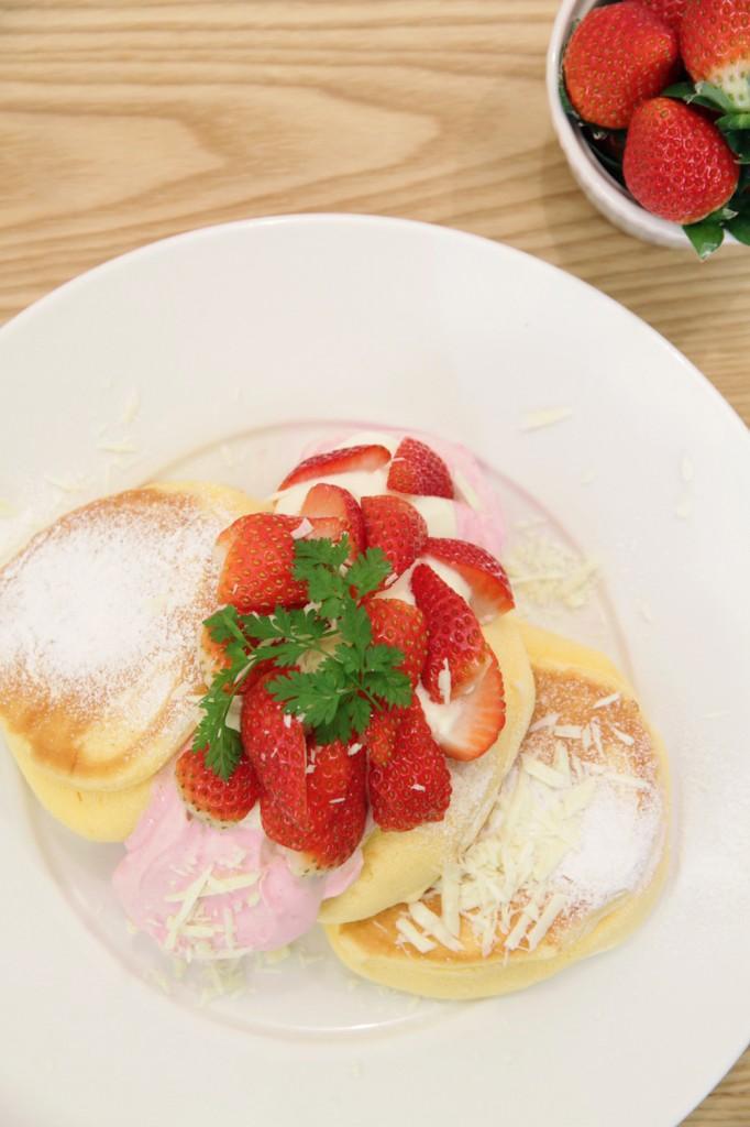 幸せのパンケーキの『国産いちごたっぷりのいちごショートパンケーキ』2