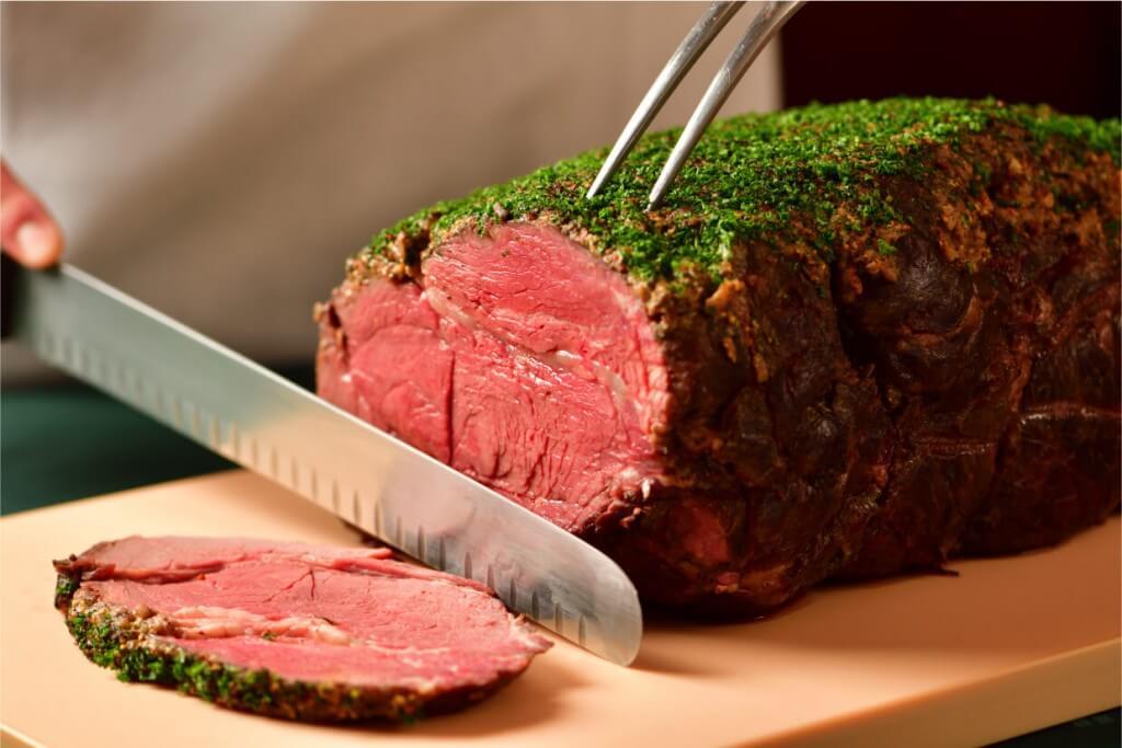 クリスマスディナーブッフェの『和牛のローストビーフ レフォールソース』