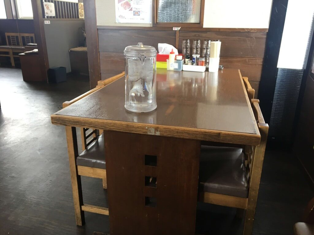 綱取物語 真栄店のテーブル席