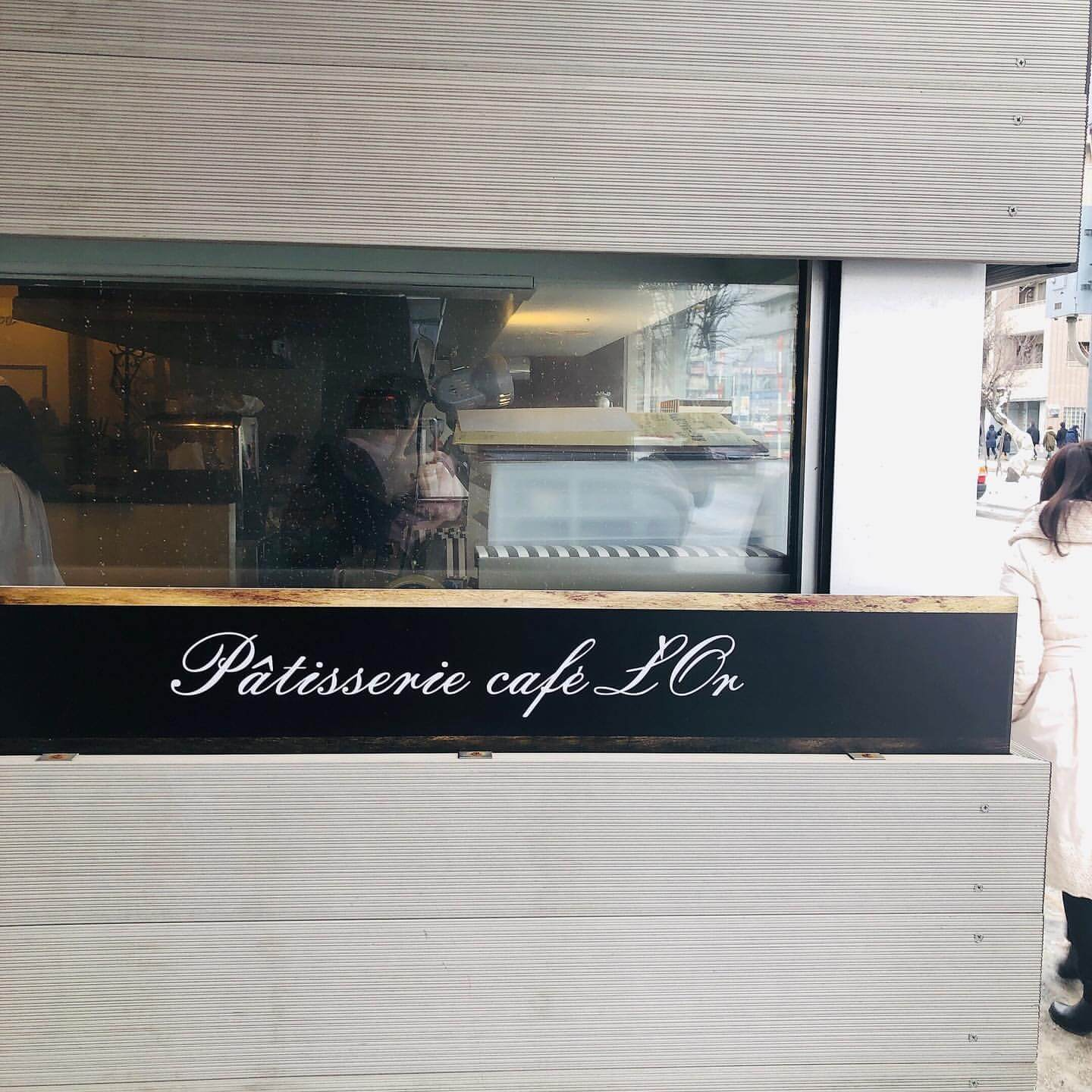 Patisserie cafe L'Or(パティスリーカフェ ロール)の看板
