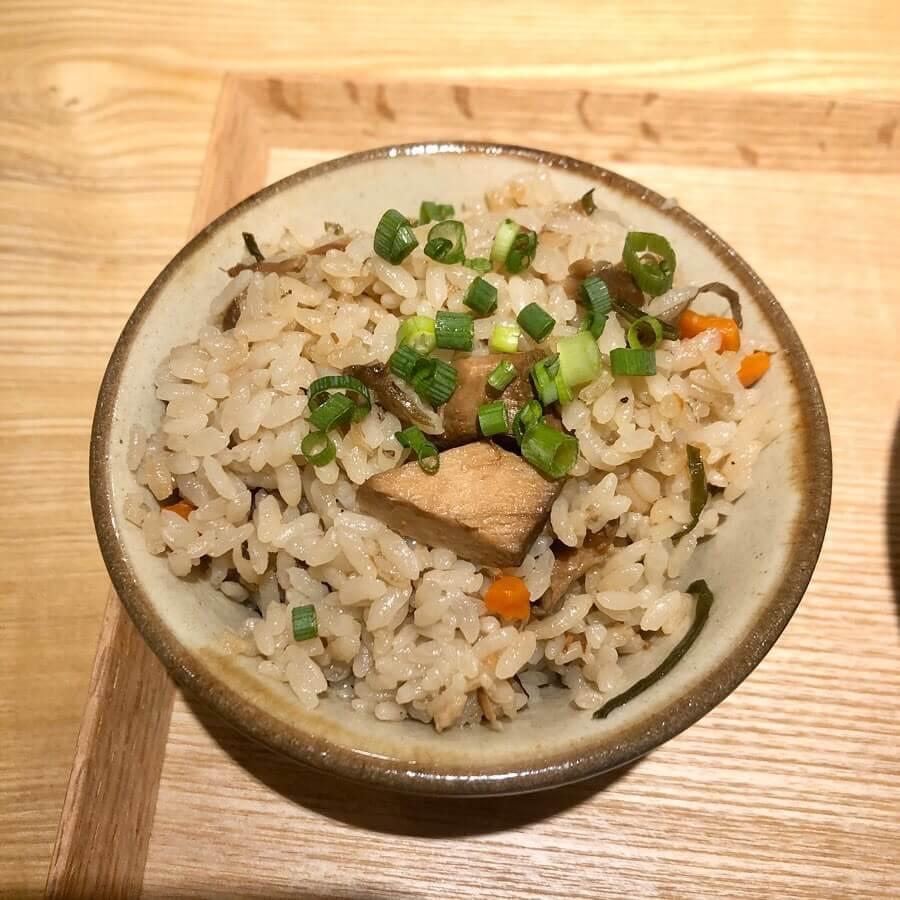 沖縄そば ミルクユカヂの『ジューシー(沖縄風豚炊き込みご飯)』