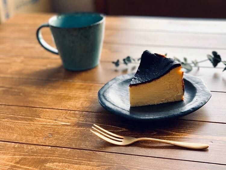 カフェ・ロンポロのバスクチーズケーキ