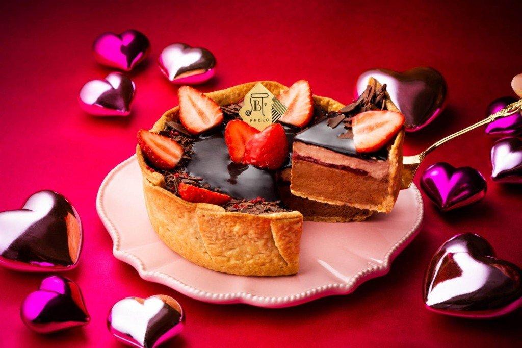 パブロの『いちごとフランボワーズのクワトロチョコチーズタルト』