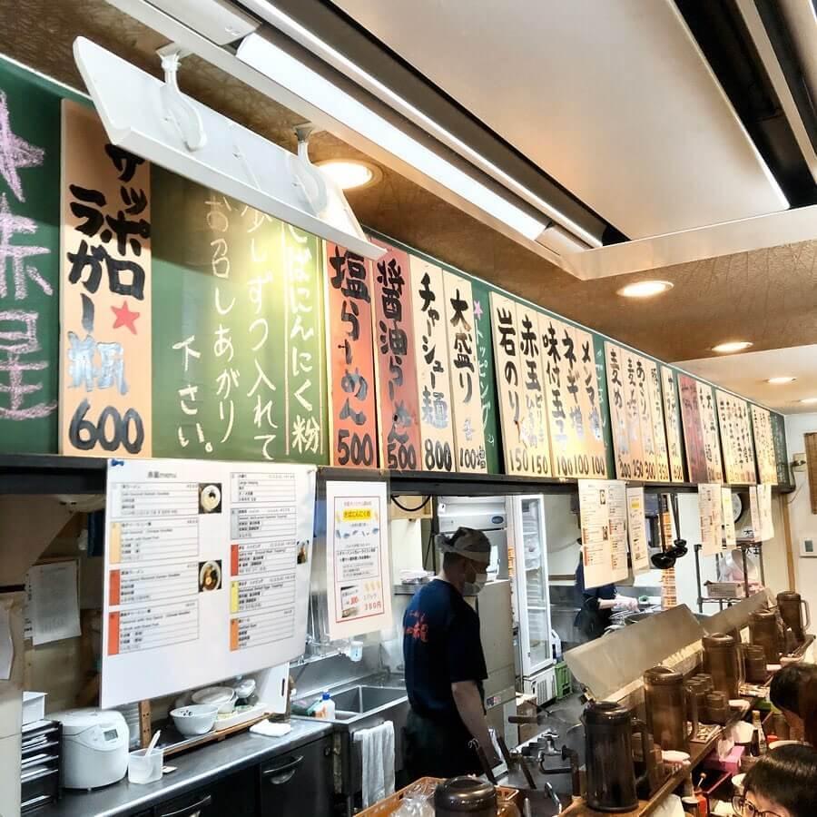 らーめん札幌 赤星の店内