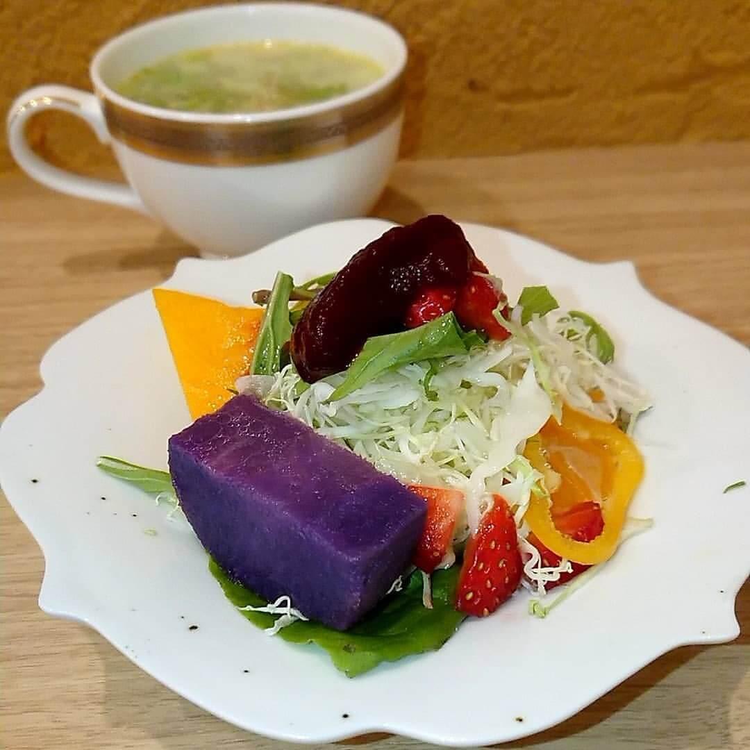 Univers S.(ユニヴェール エス.)のサラダとスープ