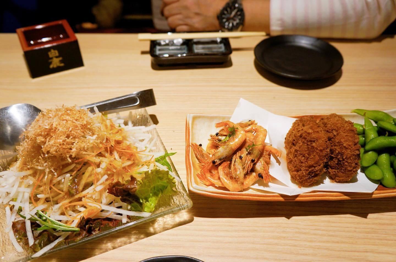 北海道海鮮 にほんいち 地酒蔵のコロッケとサラダ