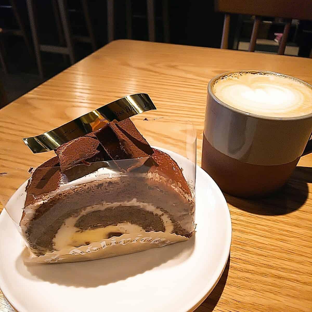 円豆珈琲の生チョコロールケーキ