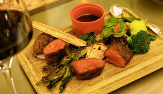 【ファーム トゥ テーブル テラ】グランピング気分でオーガニック野菜を使用した豊富な料理を提供!
