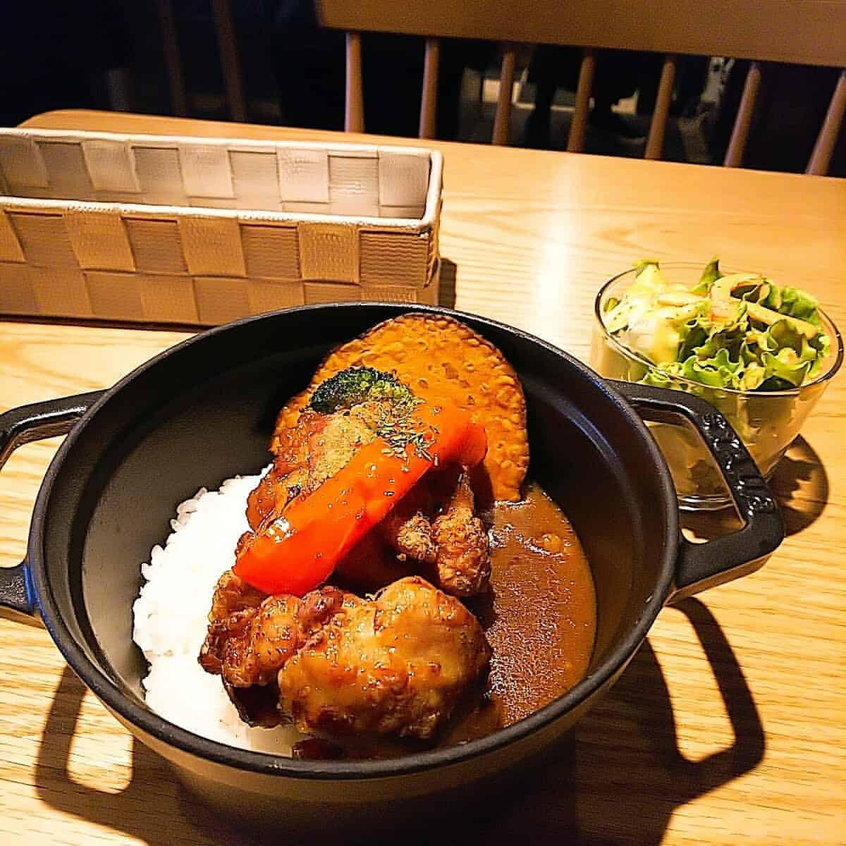 円豆珈琲の唐揚げカレー
