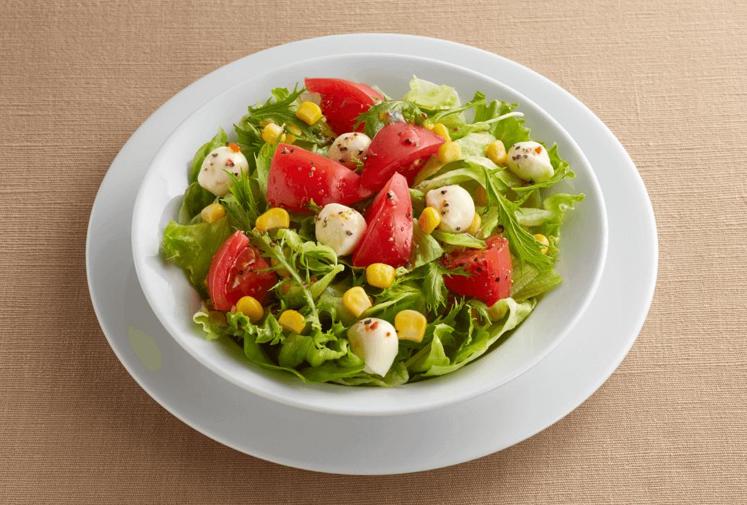 ジョイフルの『イタリアンチェリーモッツァとトマトのサラダ ¥399(税込¥438)』