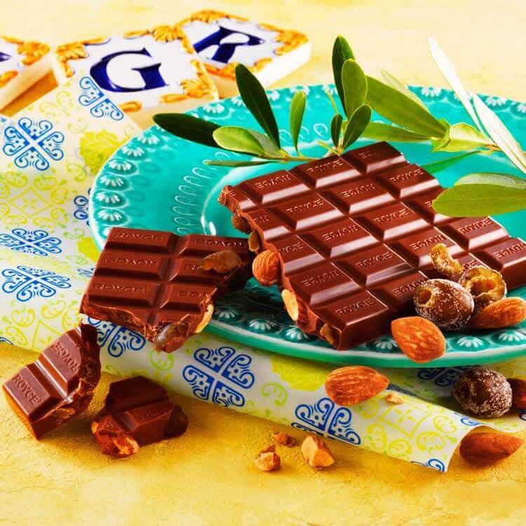 ロイズの板チョコレート[アーモンド&オリーブ]