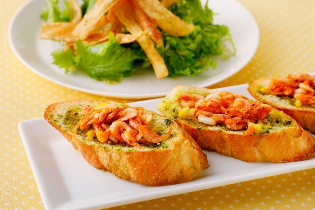 『えび会』の桜海老・抹茶の柚子風味トースト