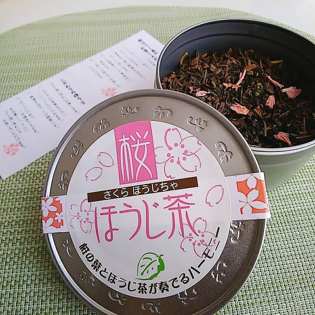 日本茶カフェ 茶楽逢(さらい)の物販コーナーで買った桜ほうじ茶