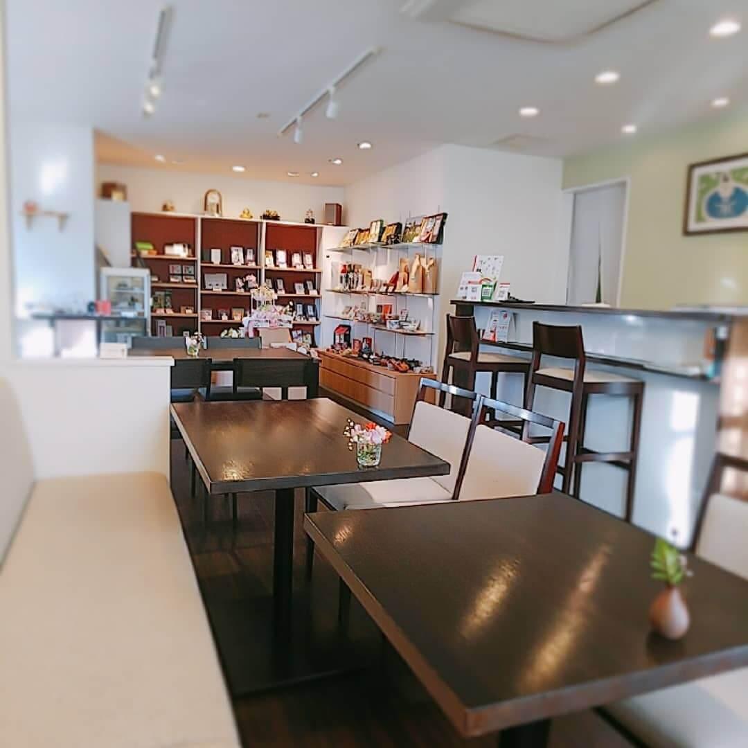 日本茶カフェ 茶楽逢(さらい)の店内