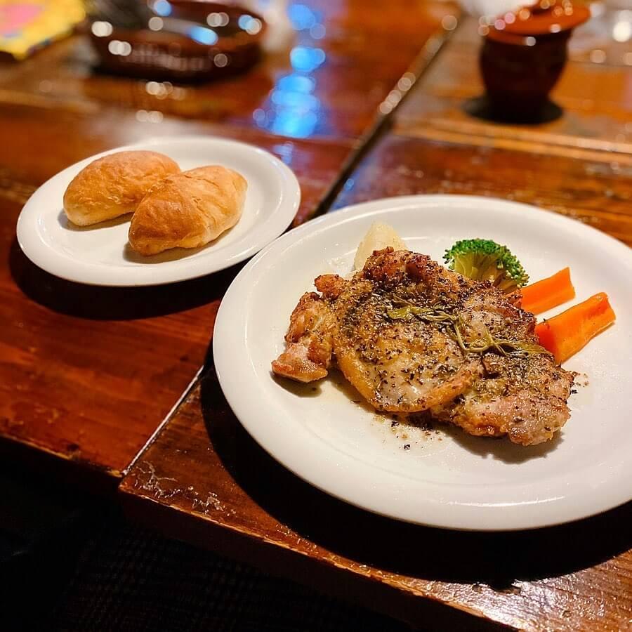 プー横丁のチキンソテー香草焼