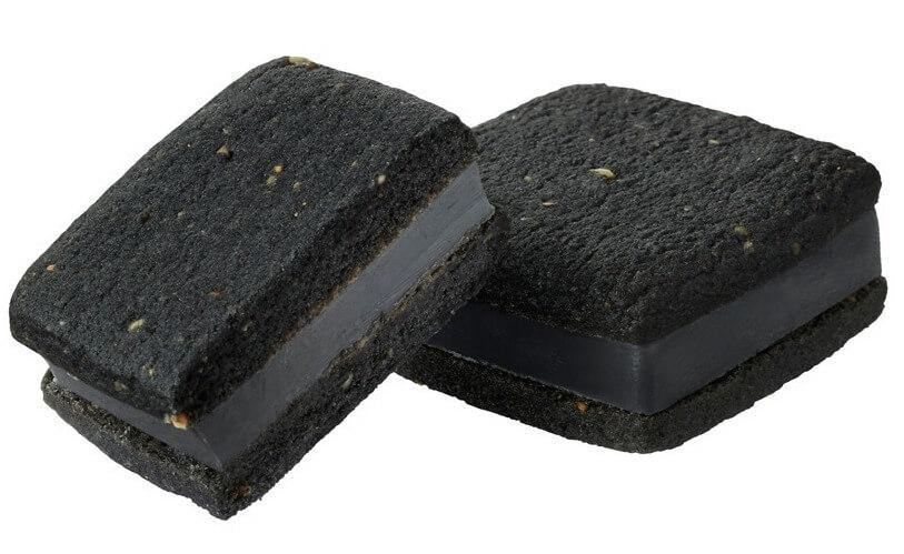 ゴディバの『サブレショコラ セサミ エ 抹茶』(黒ごま&ホワイトチョコレート)