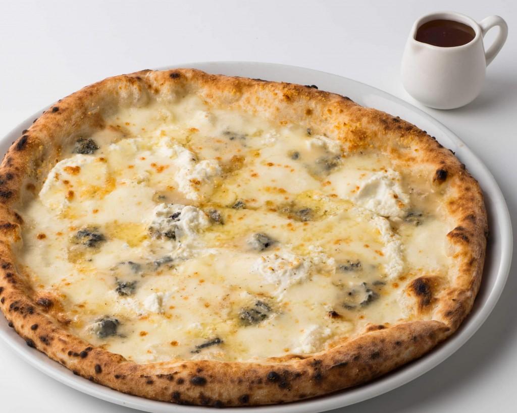 SALVATORE CUOMOの『4種のチーズのピッツァ~イタリア産BIOのハチミツ付き~』