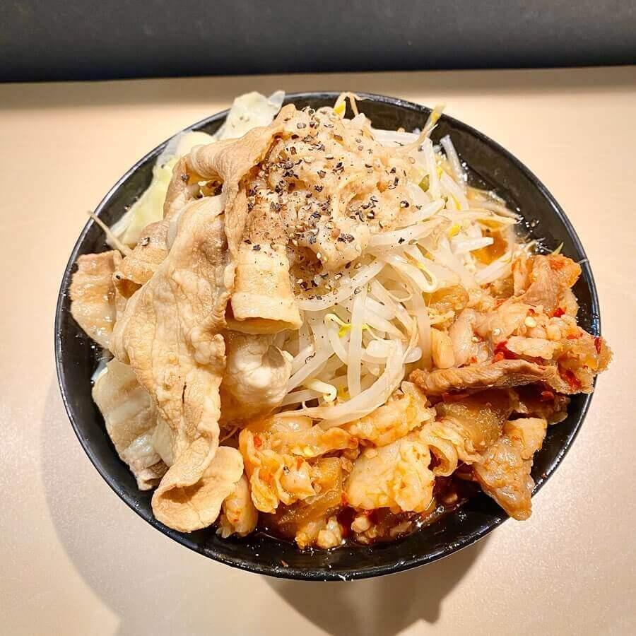 手稲ラーメン肉玉の『二九郎牛辛キムチ豚肉ダブル』