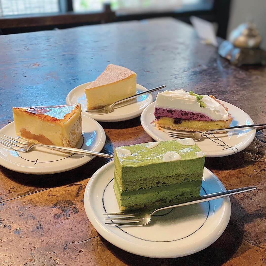 森彦の抹茶のムース・ブルーベリーのチーズクリームタルト・ガトーフロマージュ・シブースト