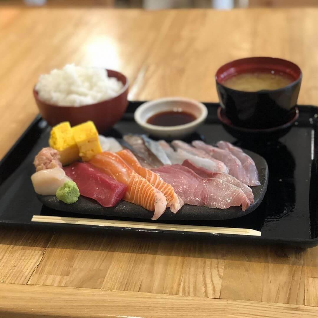 海さくら蝦夷海-EZOUMI-の土鍋ごはんで食べる10種刺身めし