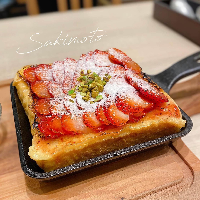 嵜本(さきもと)ベーカリーカフェ 大丸札幌店の極美フレンチトースト ストロベリー