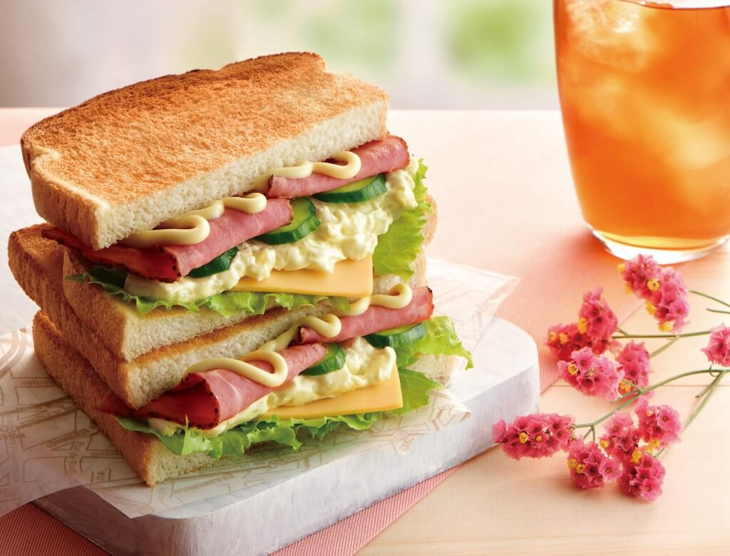 カフェ・ド・クリエの『トーストサンド パストラミビーフ&チェダーチーズ』