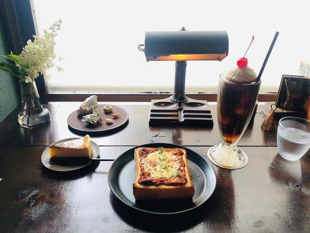 喫茶 カルメル堂のチリコンカンチーズトースト&ベイクドチーズケーキ&珈琲フロート