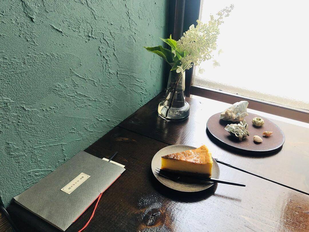 喫茶 カルメル堂のベイクドチーズケーキ