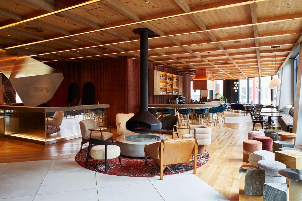 THE KNOT SAPPORO の2階 フロント&ラウンジ