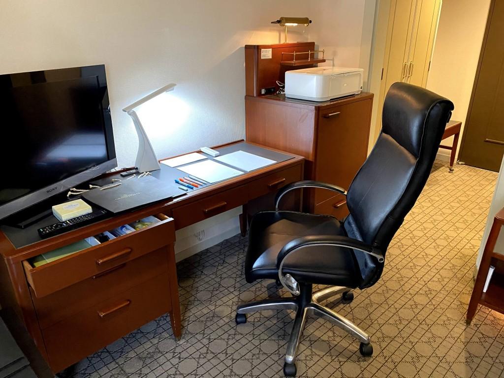 札幌グランドホテルのワーケーションプラン-仕事用客室