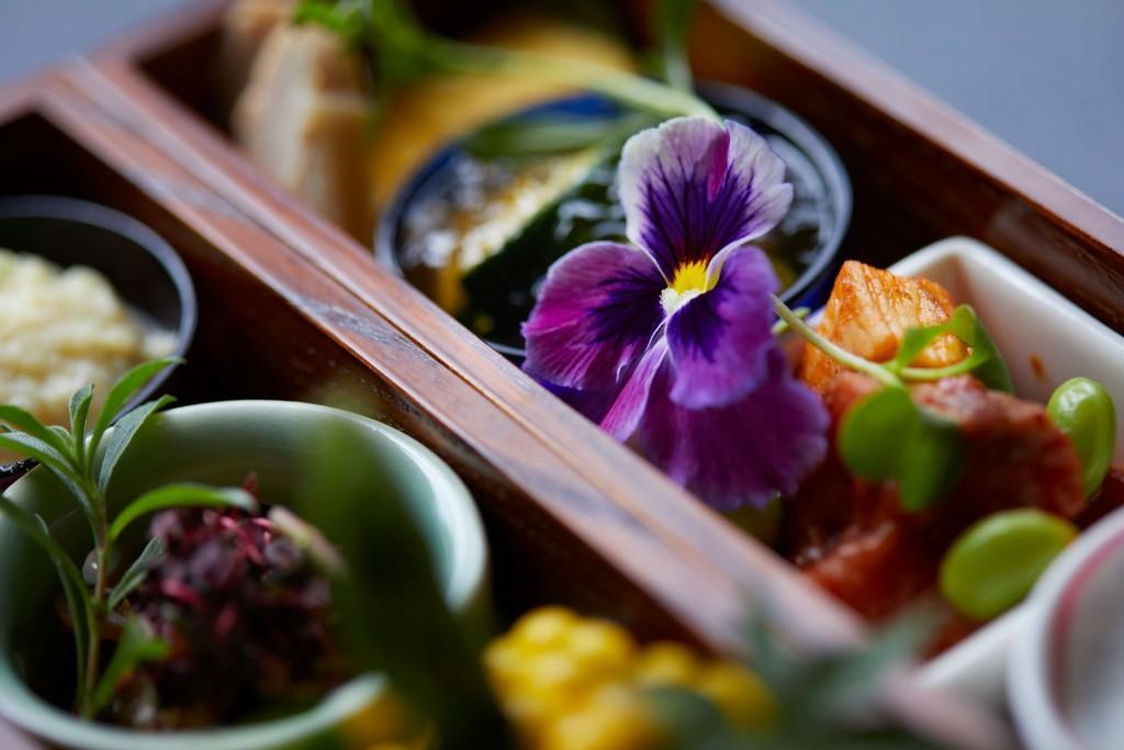 THE KNOT SAPPORO のLES BOIS(レ ボア)の料理のテーマは花