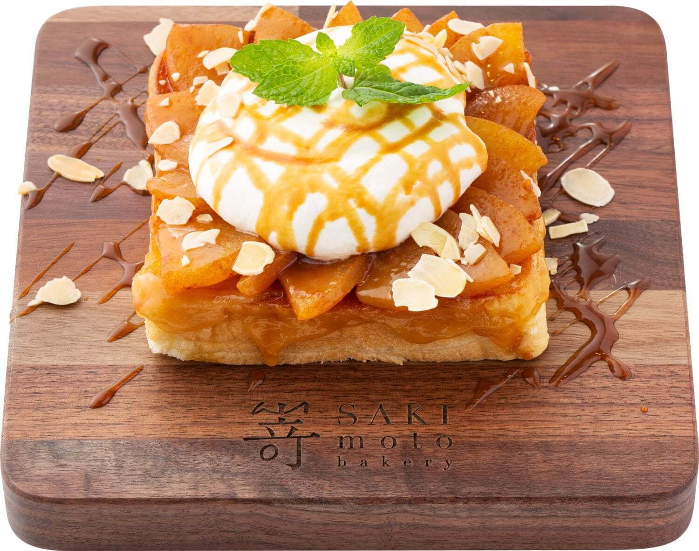 高級食パン専門店 嵜本(さきもと)の『極美オープンサンド‐キャラメルとシナモンアップル』