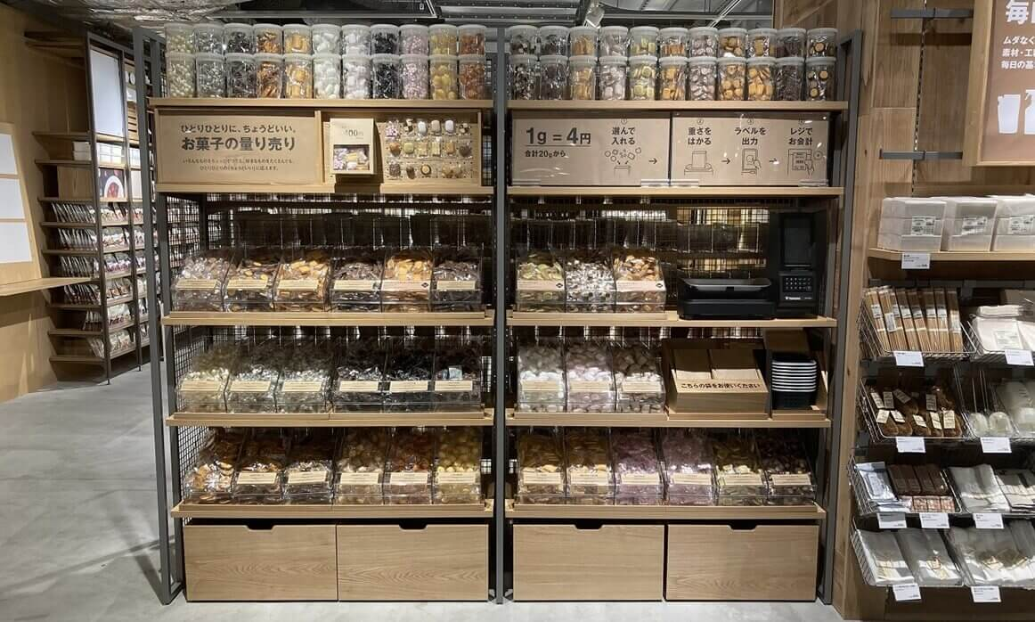 無印良品のお菓子の量り売り(売り場イメージ)