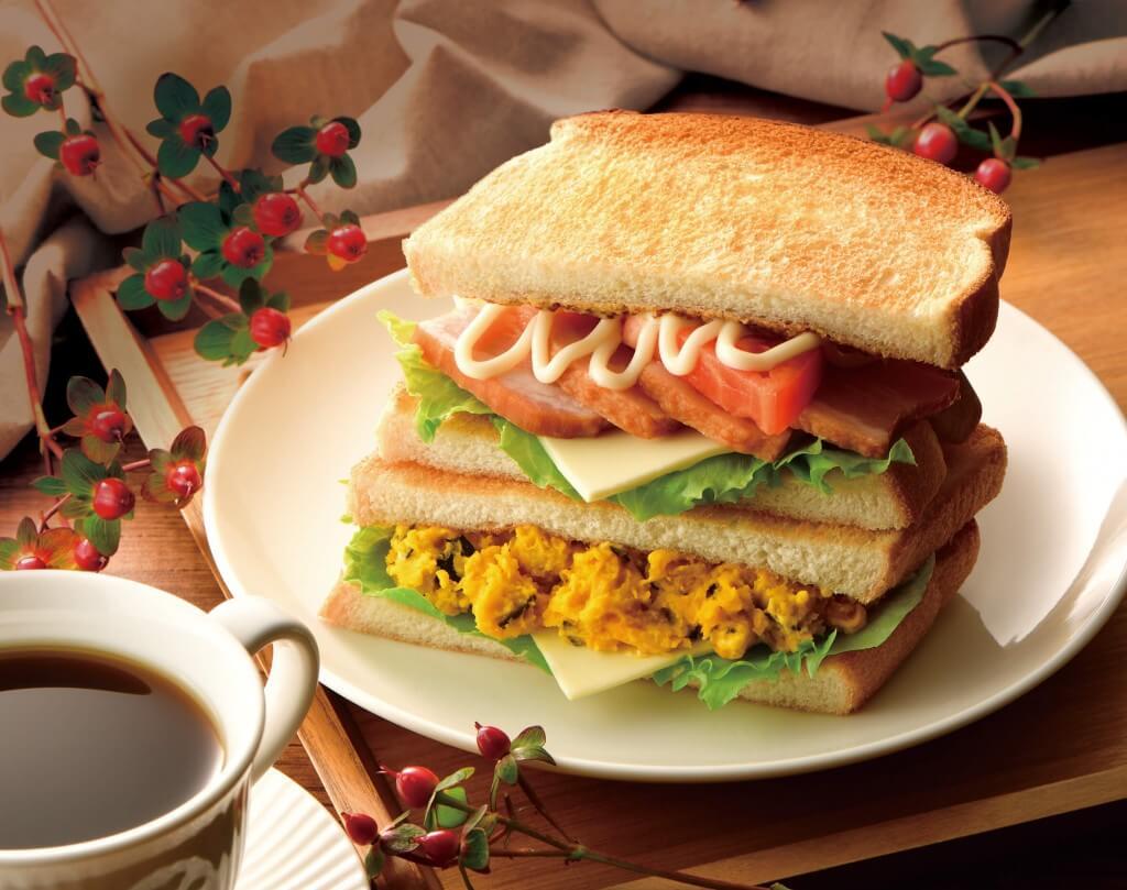 カフェ・ド・クリエの『2つのサンド BLT とパンプキンチーズ』
