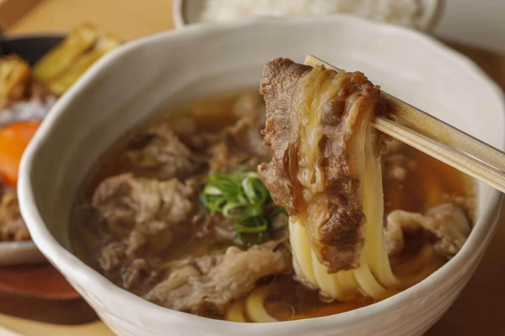 丸亀製麺の神戸牛づくし膳-まずは打ち立てうどんと神戸牛を味わう